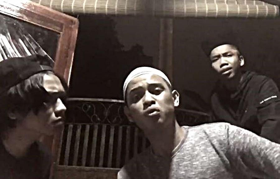 Video Cover Lagu 'Ragaman' Versi Negeri Sembilan Buat Tiga Sekawan Popular