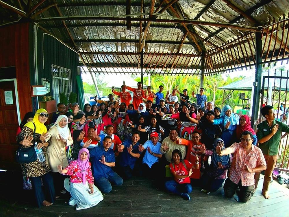 Muzik Tradisi Masyarakat Lahad Datu Sambut Peserta ITB Sabah Dalam Sesi Lawatan