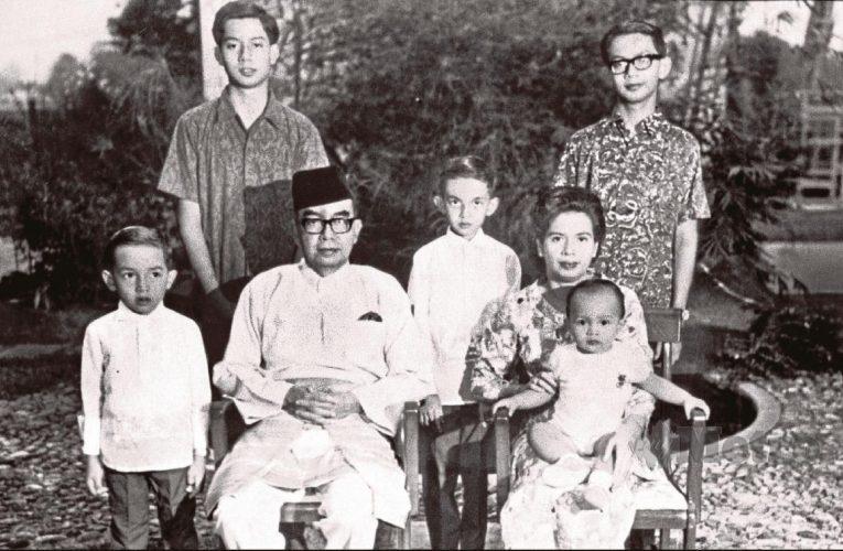 Tun Rahah Di Belakang Dua Bekas Pemimpin No.1 Malaysia