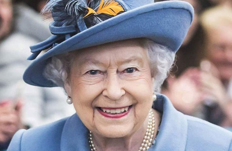 'Cucuk Vaksin Covid-19 Tak Sakit' – Ratu Elizabeth II